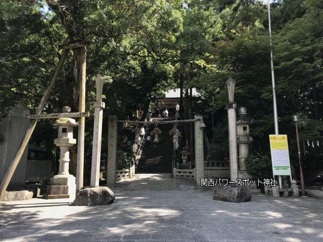 枚岡神社の参道広場