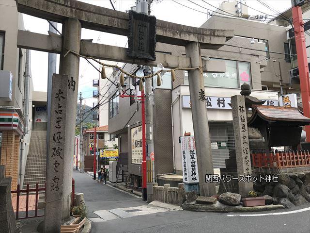 瓢箪山稲荷神社の鳥居(商店街)