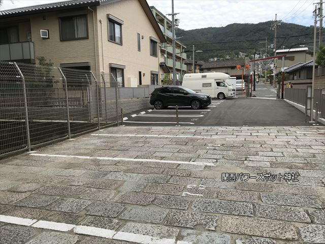 瓢箪山稲荷神社の駐車場(裏側)