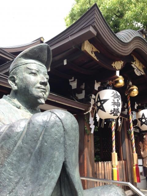 京都「晴明神社」本殿と安倍晴明像