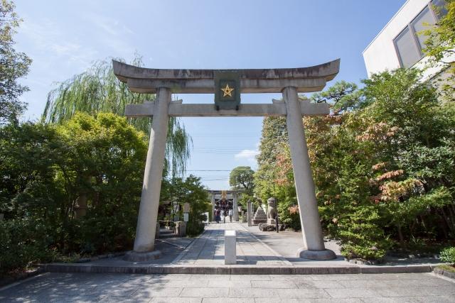 京都「晴明神社」桔梗印の鳥居