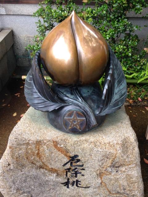 京都「晴明神社」厄除桃
