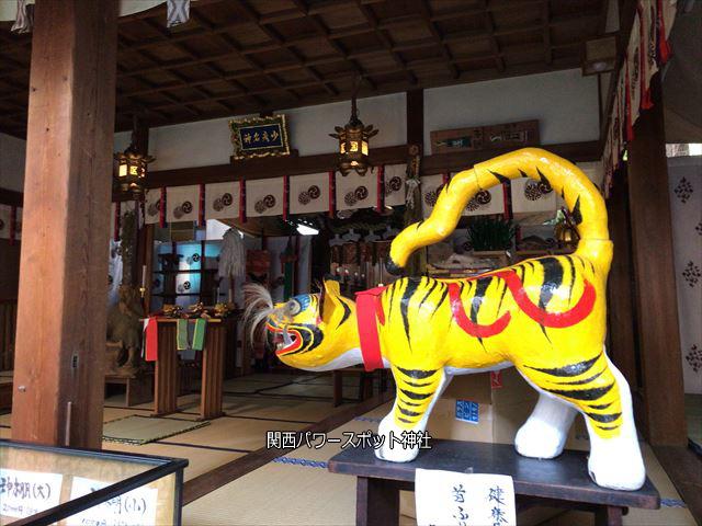 少彦名神社本殿に祀られている張子の虎