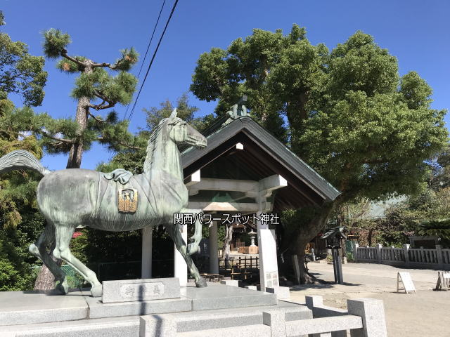 大鳥大社の御神馬像