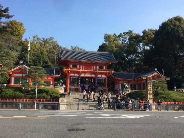 八坂神社と東大路通