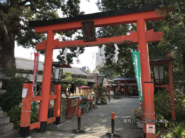 源九郎稲荷神社の鳥居