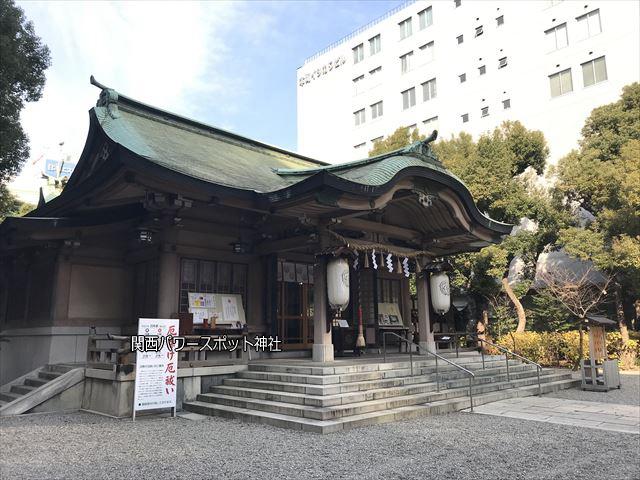 坐摩神社の拝殿(斜め前から撮影)