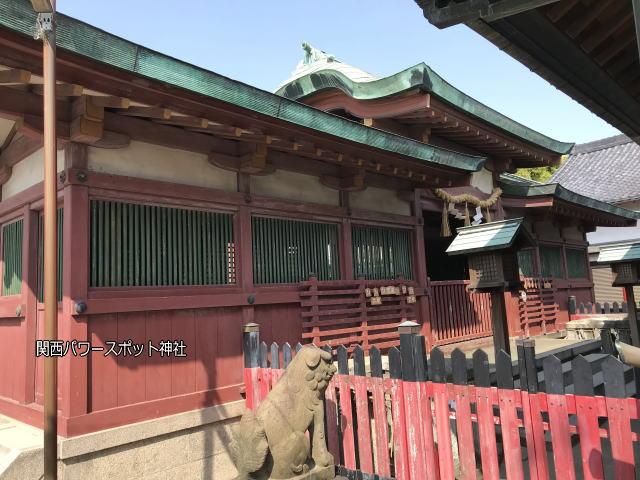 大宮神社の拝殿を横から見た様子