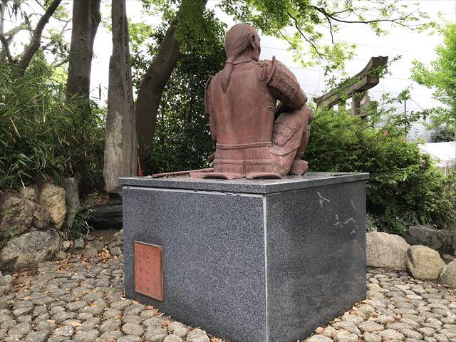 安居神社にある「真田幸村公之像」後姿