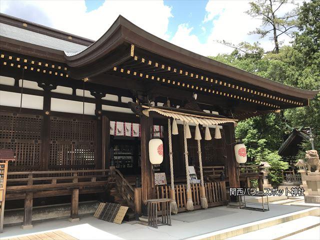 弓弦羽神社の拝殿、斜めから撮影