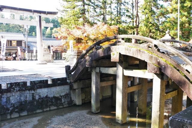 多賀大社の太閤橋、斜めから撮影