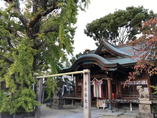 白山神社(大阪市)の拝殿とイチョウの木