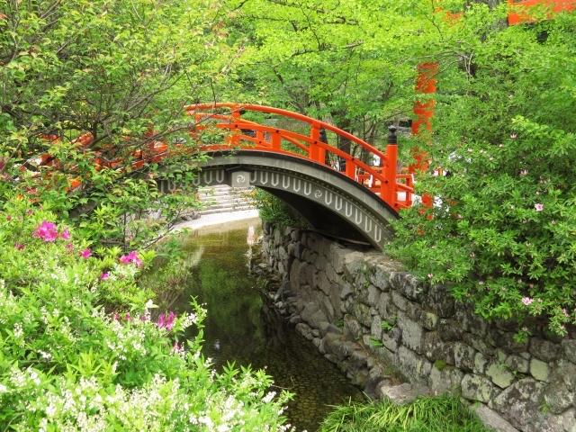 上賀茂神社の末社「片山御子神社(片岡社)」横にある玉橋