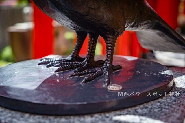 八咫烏(ヤタガラス)の三本足