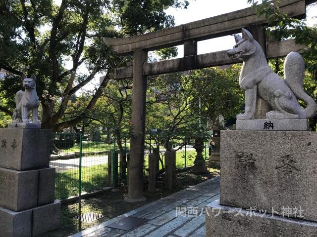 稲荷神社のお使いである狐(キツネ)